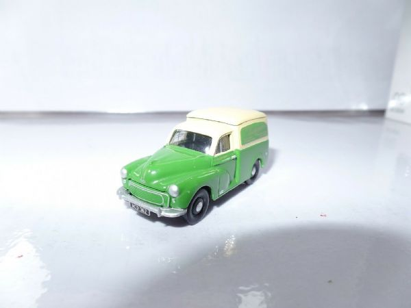 Classix EM76647 1/76 OO Scale Morris Minor Van Southdown Bus Support Vehicle UB